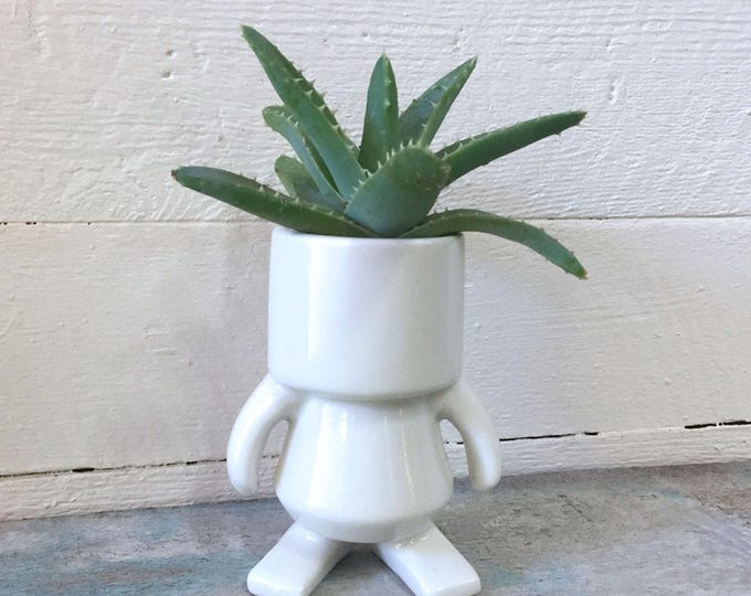 """ROBOT made of Ceramic, White, 4"""" tall, decorative figurine, pottery, quirky, gift for friend"""