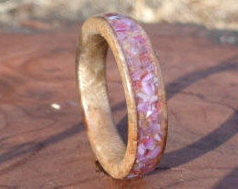 Wood ring, Amethyst Ring, Bay leaf Burl Ring with crushed amethyst stone Inlay, Handmade Wooden Band, Stone ring, Bay leaf Ring, Wooden Ring