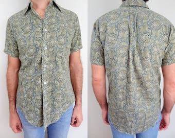 Vintage Mens Short Sleeve Cotton Button Up Shirt // Green Paisley // Medium
