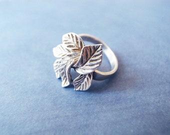 Vintage Hand Crafted Silver color Ring Shape of Leaves D 1.75cm / US 7 - 7 1/4, FR 55 1/4, De 17 1/4, Jp 14