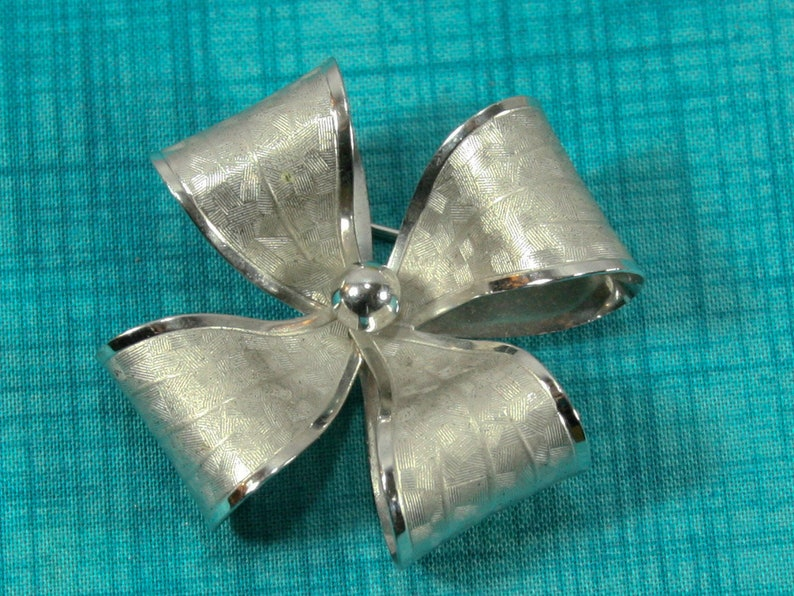 Vintage INC Sterling Silver Sweet And Simple Floral Flower Pin Brooch