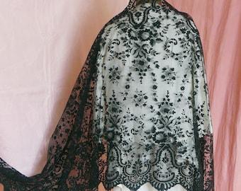 Anciens Français dentelle châle ou mantille, coiffe de dentelle Vintage  noire, châle, accessoire de Flamenco, de dentelle espagnole des années 1900. 5c065cccf11