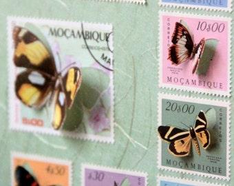 Vitrine de timbres découpés à la main illustrés de papillons, inspirée des boîtes à insectes entomologiques   Monde Minuscule #8