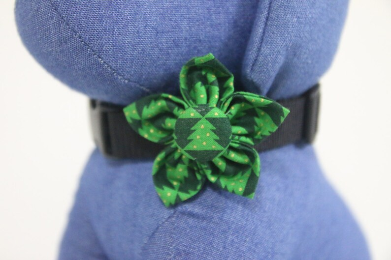 Flower Collar Attachment & Accessory for Dogs and Cats / Green image 0