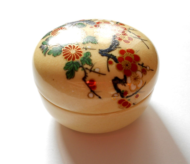 Satsuma mini porcelain trinket box with beautiful blossoms and gold trim accents