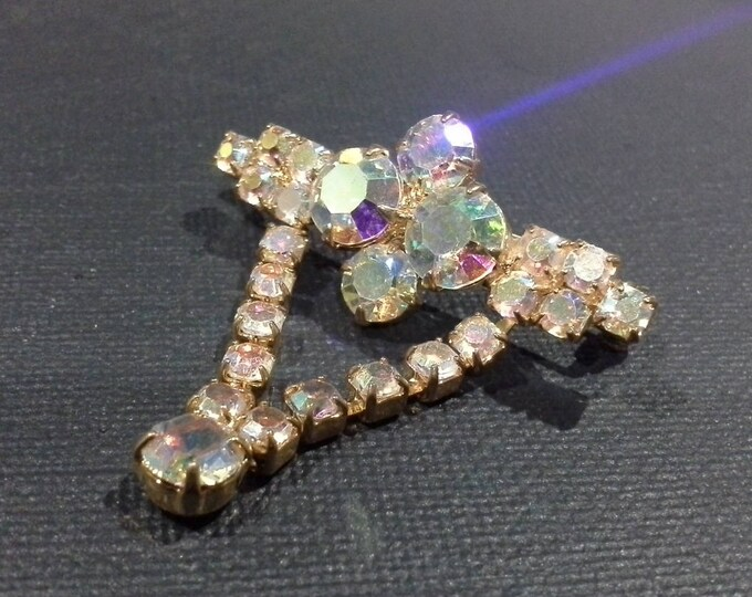 Vintage Dazzling Rainbow AB Aurora Borealis Glass Stone Gold Tone Brooch Pin