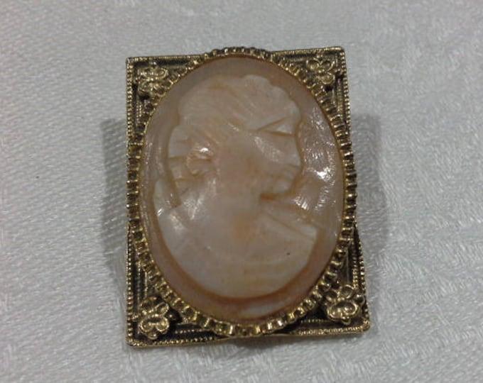 Vintage Cameo Brooch Pin Picture Frame Square Set Gold Tone Stamped V319