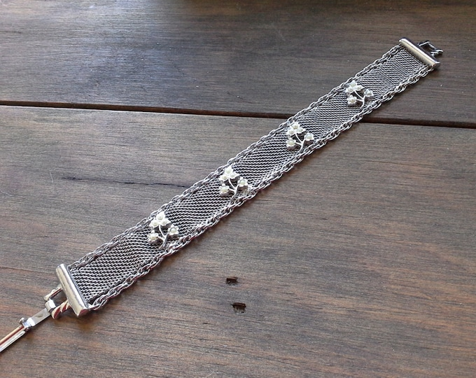 Vintage Goldette NY Thick Silver Tone Mesh & Chain Bracelet detailed with Faux Seed Pearl Flowers