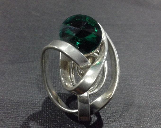 Mid Century Modernist Silver Tone Flower Brooch with Emerald Green Rivoli Crystal Rhinestone