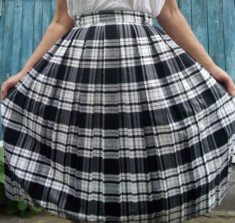 33af8f2342f7 Vintage 80's Tartan plaid skirt White black checkered   Etsy
