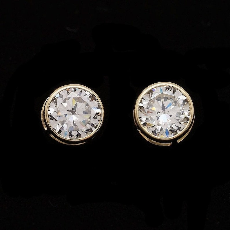 0.50 Ct Round Cut VVS1 Simulated Diamond Screwback Stud Earrings 925 Sterling Silver