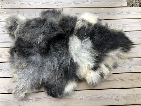 Sheep rug natural Sheepskin supersoft pelt rugged throw from Norwegian norse breed medium locke length skin gray white black 20055
