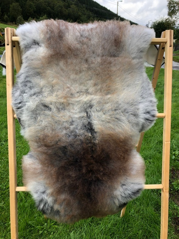 Real natural Sheepskin rug supersoft pelt rugged throw from Norwegian norse breed short wool sheep skin grey brown 20077