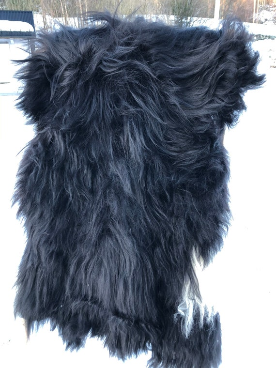 Long haired Sheepskin natural rug supersoft pelt rugged throw from Faroese breed sheep skin black white 21011