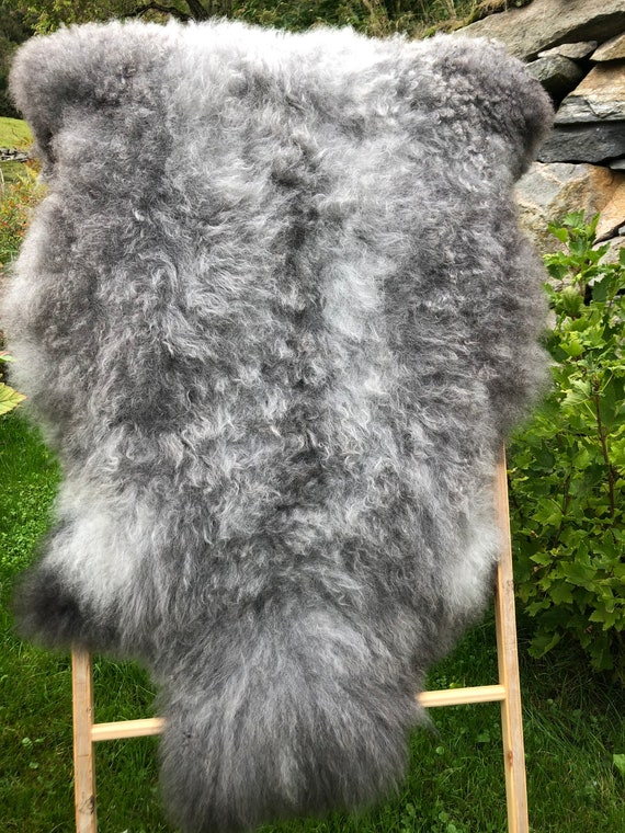 Beautiful Lush Sheepskin natural rug supersoft pelt rugged throw from Norwegian breed sheep skin grey white 21244