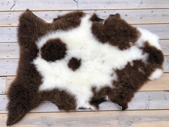 Real natural Sheepskin rug supersoft pelt rugged throw from Norwegian norse breed  short wool sheep skin brown white 20130