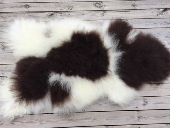 Large sheepskin long haired wool blanket spotted rug soft, volumous throw sheep skin Norwegian pelt natural white brown 18163