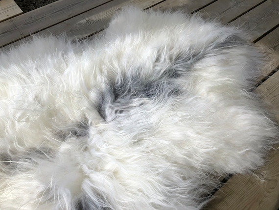 Sheep rug natural Sheepskin supersoft pelt rugged throw from Norwegian norse breed medium locke length skin grey white 20069