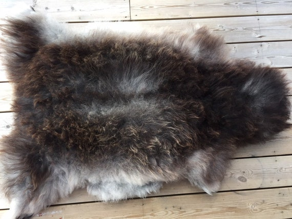 Real Sheepskin natural sheep rug supersoft pelt rugged throw from Norwegian norse breed medium locke length skin brown grey 19107
