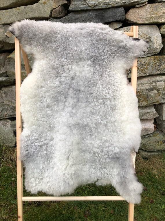 Supersoft sheepskin exclusive rug beautiful Norwegian pelt sheep skin curly grey white throw 20168