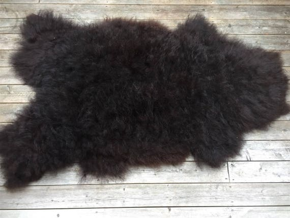 High quality sheep skin Long haired, soft and large sheepskin rug. 17076