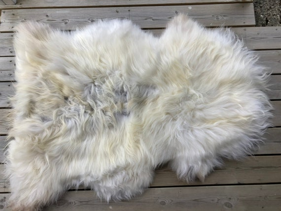Sheep rug natural Sheepskin supersoft pelt rugged throw from Norwegian norse breed medium locke length skin white yellow grey 20057
