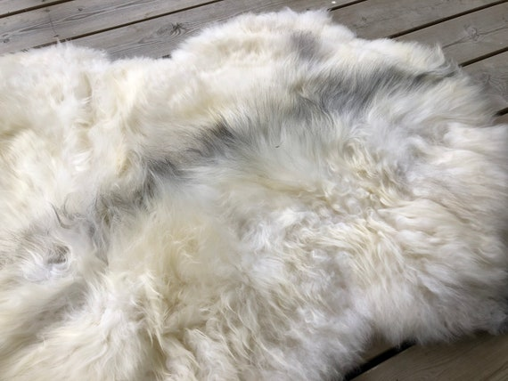 Sheep rug natural Sheepskin supersoft pelt rugged throw from Norwegian norse breed medium locke length skin gray white yellow 20063