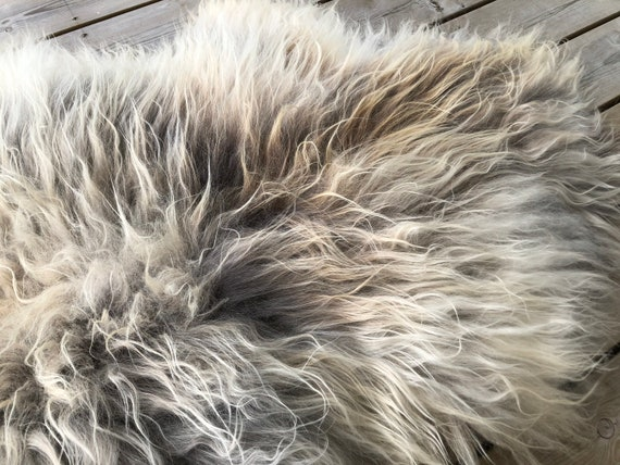 Sheep rug natural Sheepskin supersoft pelt rugged throw from Norwegian norse breed medium locke length skin gray brown 20066