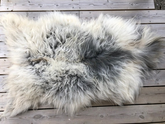 Sheep rug natural Sheepskin supersoft pelt rugged throw from Norwegian norse breed medium locke length skin gray white yellow 20060
