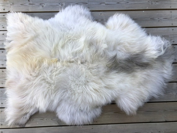Sheep rug natural Sheepskin supersoft pelt rugged throw from Norwegian norse breed medium locke length skin gray white yellow 20059