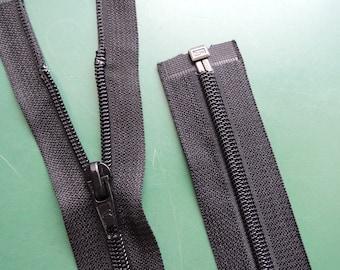 13,5 Inch | black | zipper | open-end | Nylon | No. 5