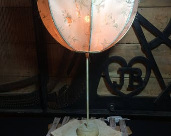 Sculpture table lamp.
