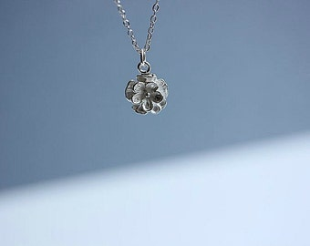 Beautiful Sterling silver Flower necklace, Flower Jewelry, Simple Dainty Everyday necklace ,Floral necklace, Gift for her