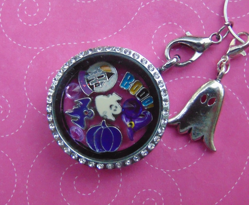 A Cute 10 Piece Purple Ghost Halloween Set With Haunted House Ghosts US Seller. Ghosts Ghosts Free Gift With Purchase