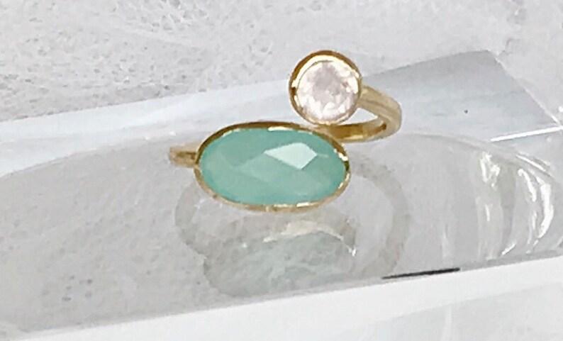 Woman ring gold calcedonite and white quartz