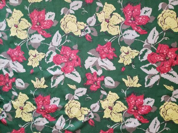 Vintage 1940's Floral Fabric / 50s Decorator Fabri