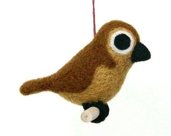 Brown bird in felted wool. By LaPoissonnerie