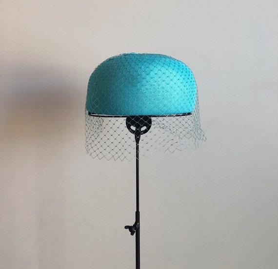 Vintage 60s Turquoise Netted Veil Pillbox Hat