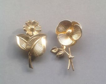 Vintage Pair of Gold Flower Brooches/ Flower Pins/ Summer Jewellery/ Scarf Pin - 1970's