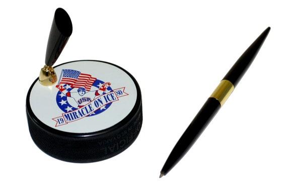 1980 l'équipe USA «Miracle sur glace» Hockey Puck Bureau porte-stylo