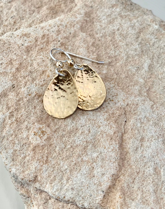 Hammered brass earrings, dangle earrings, brass dangle earrings, gift for her, teardrop earrings, gift for wife, everday day earrings