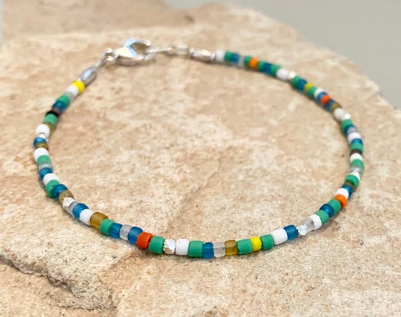 Multicolored seed bead bracelet, African seed bead bracelet, summer bracelet, colorful bracelet, boho chic, everyday bracelet, yoga bracelet