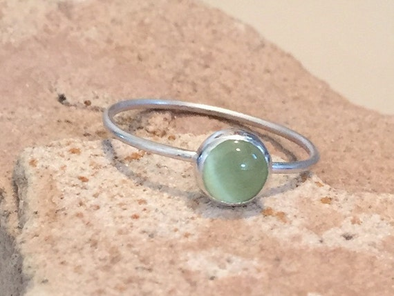 Sterling silver green cat's eye ring, gemstone ring, stackable ring, natural stone ring, sterling silver ring, gift for her, gift for wife