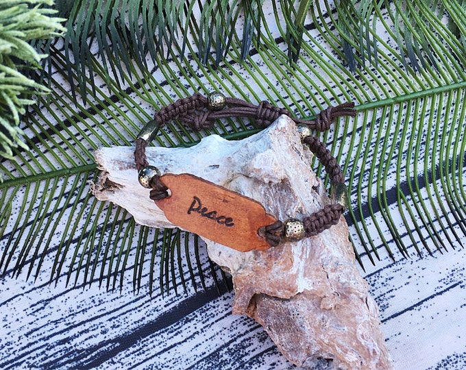 Handcrafted jewelry, Adjustable macrame and leather bracelet