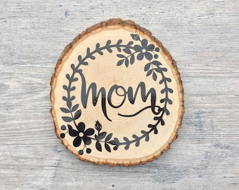 Mom wood slice, Wood slice decor, Wall decor, Home decor, mothers day gift, Mothers day present, under 25, Flower wreath, rustic chic decor