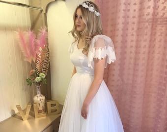 1980s princess vintage wedding dress | White satin bodice | Tulle skirt | Pretty puff sleeves | UK size 4/6 US size 0/2 | Extreme 80s