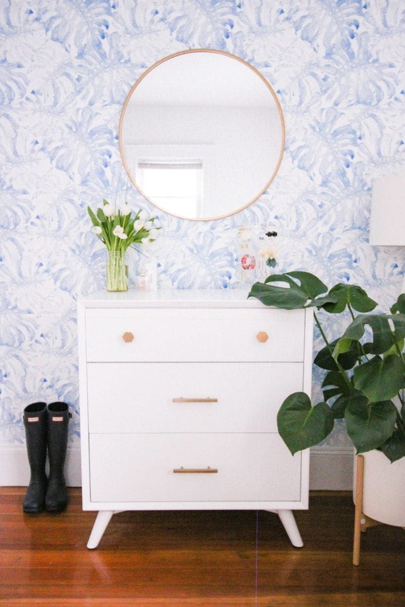Removable wallpaper with baby blue monstera leaves pattern image 0