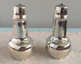 Silverplate salt and pepper shakers International Silver Salt and pepper shaker