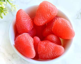 Erdbeer-Seife Set von 8 - Gast Seifen - Kinder Seifenstücke - Gastgeberin Geschenk - Sommer Erdbeeren - Mitbringsel Seife - realistische Seife