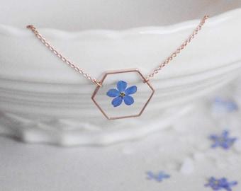 Myosotis Hexagone necklace Veritable Forget me nots Crewneck necklace Geometrical pendant Resin pendant Pressed blue flower Hexagon pendant